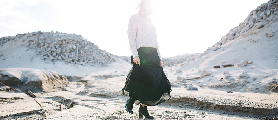 Comment porter la jupe plissée en novembre ?